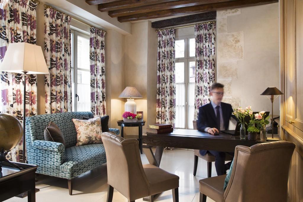hotel les tournelles agnes louboutin. Black Bedroom Furniture Sets. Home Design Ideas